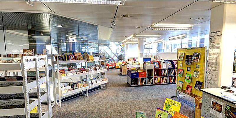Présentation de livres romantiques / Bibliothèque / 11-13 février 2016